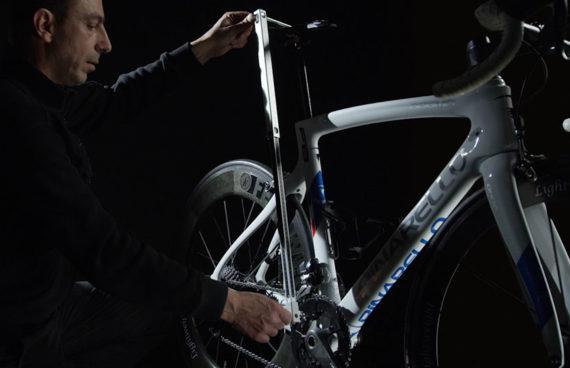DeskMeasureVelò permette di alloggiare ogni tipologia di bicicletta (strada, mtb, TT, pista)
